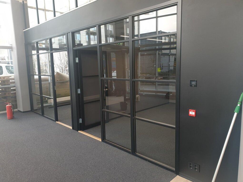 Urban-glassvegg